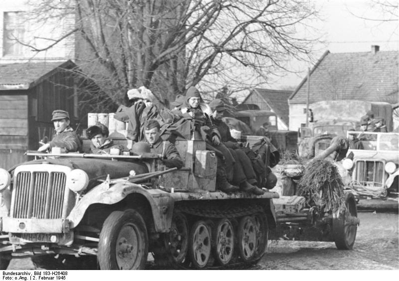 http://upload.wikimedia.org/wikipedia/commons/c/c0/Bundesarchiv_Bild_183-H26408%2C_R%C3%BCckzug_deutscher_Truppen_auf_Breslau.jpg
